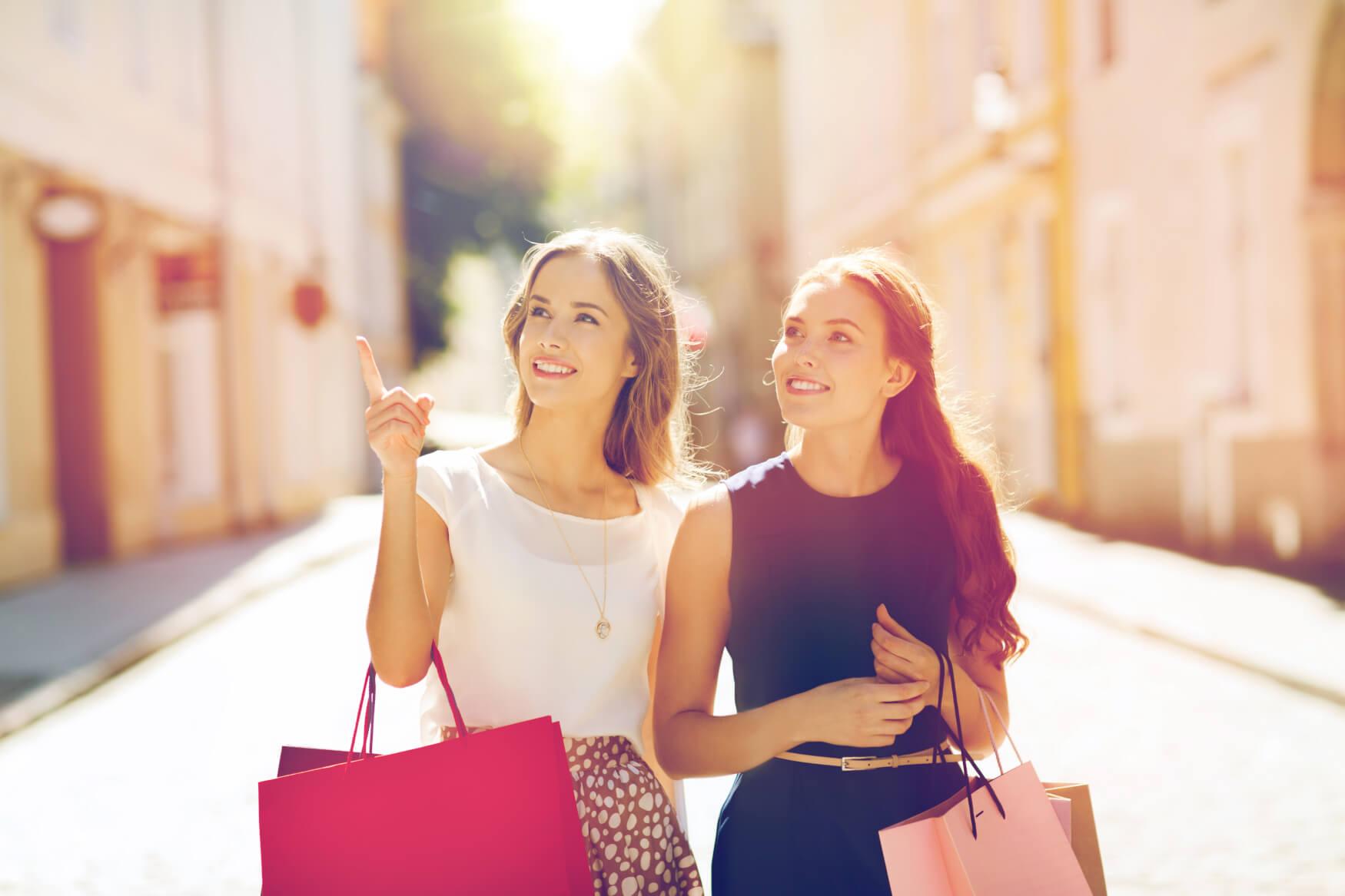 Frauen-Beim-Einkaufen-Shoppen